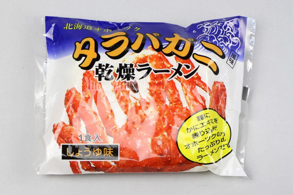 「北海道オホーツク タラバガニ風味 乾燥ラーメン(しょうゆ味/1食入)」(アサヒ食品工業)のパッケージ(表)