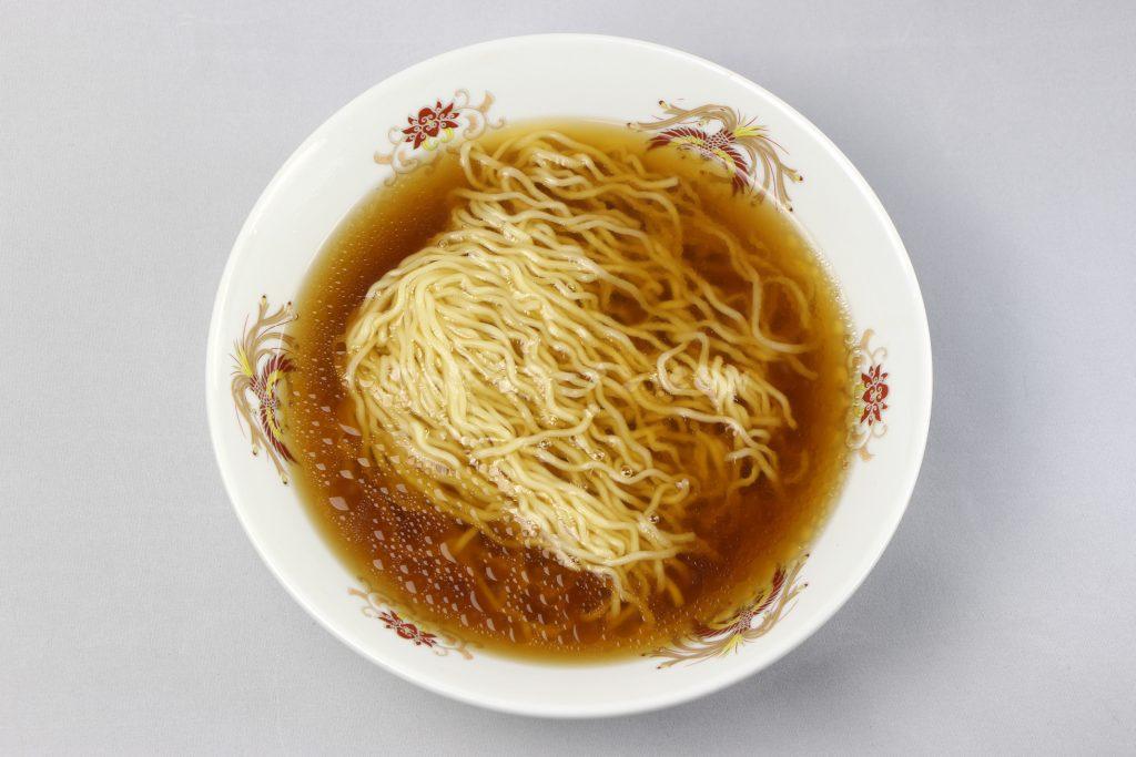 「北海道オホーツク タラバガニ風味 乾燥ラーメン(しょうゆ味/1食入)」(アサヒ食品工業)の完成画像