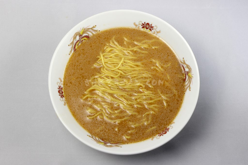 「札幌銀波露(ぎんぱろう) 濃厚香ばしとんこつ醤油」(藤原製麺)の完成画像