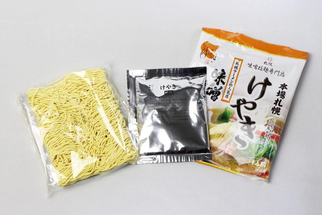 「寒干しけやき味噌ラーメン1人前」(菊水)の麺とスープ