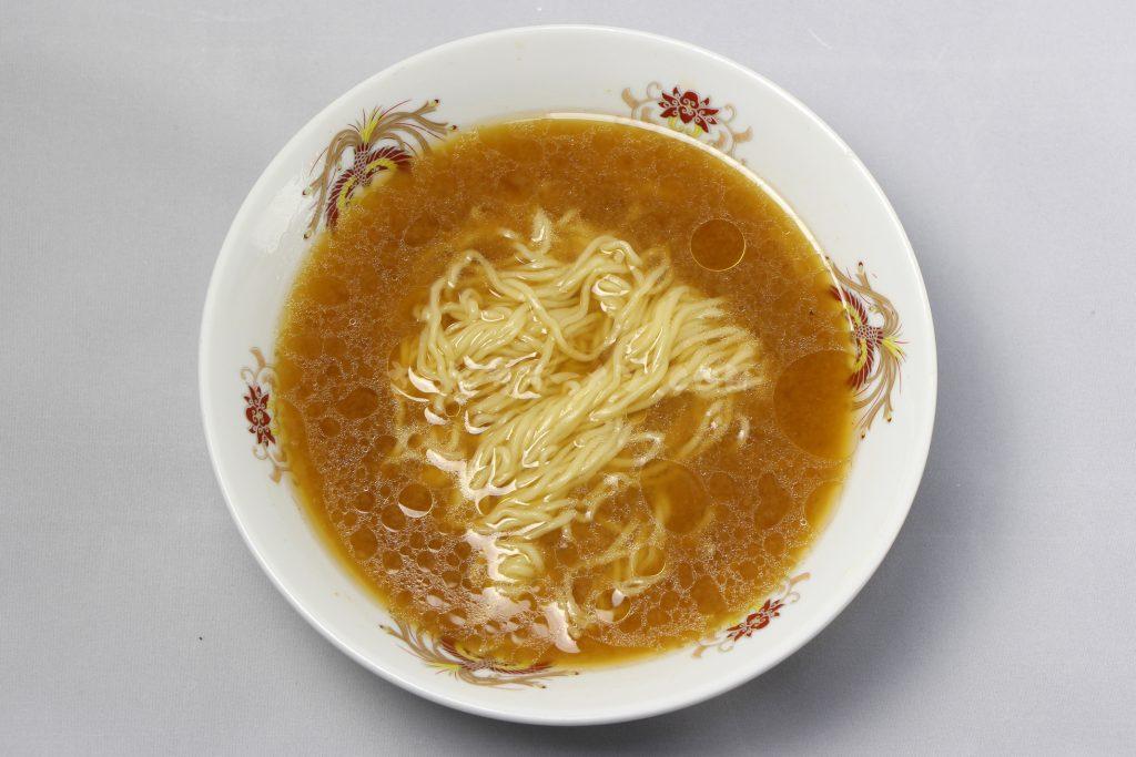 アサヒ食品工業株式会社「北海道オホーツク タラバガニ風味 乾燥ラーメン(みそ味/1食入)」の完成画像
