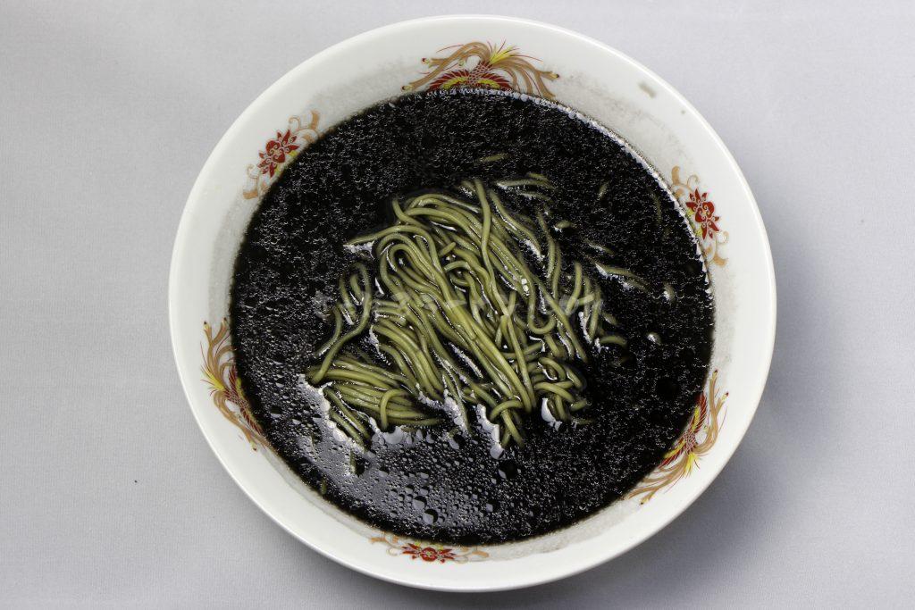 藤原製麺株式会社「函館開陽亭 いかすみラーメン」の完成画像