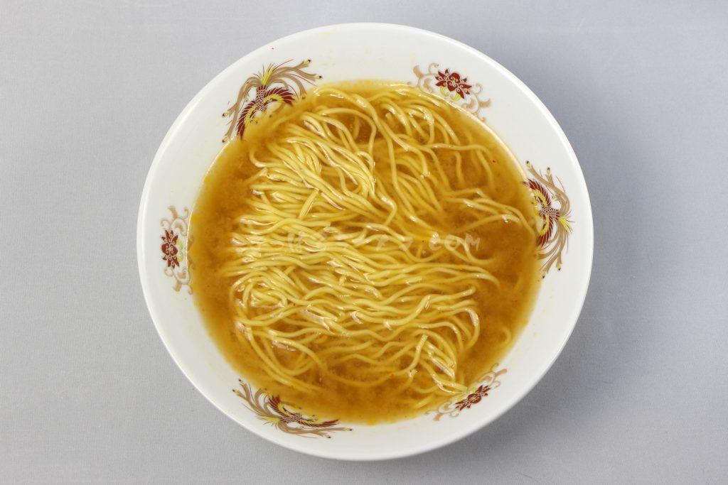 生姜が効いた「熊出没注意ラーメン 味噌味」(藤原製麺)を食べてみたよ