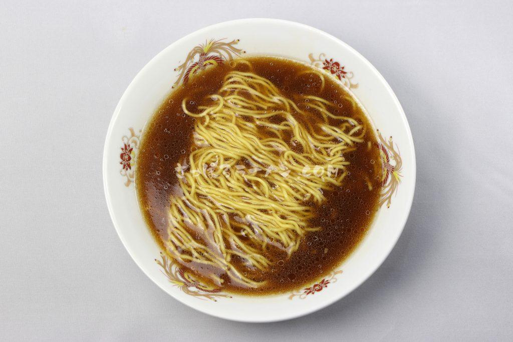これぞ旭川ラーメンの王道「らーめんや天金旭川醤油」(藤原製麺)の完成画像