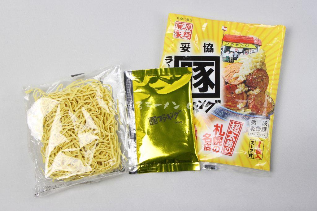 味噌一筋!超太麺の札幌の名店「札幌ラーメンブタキング味噌」(藤原製麺)の麺とスープ