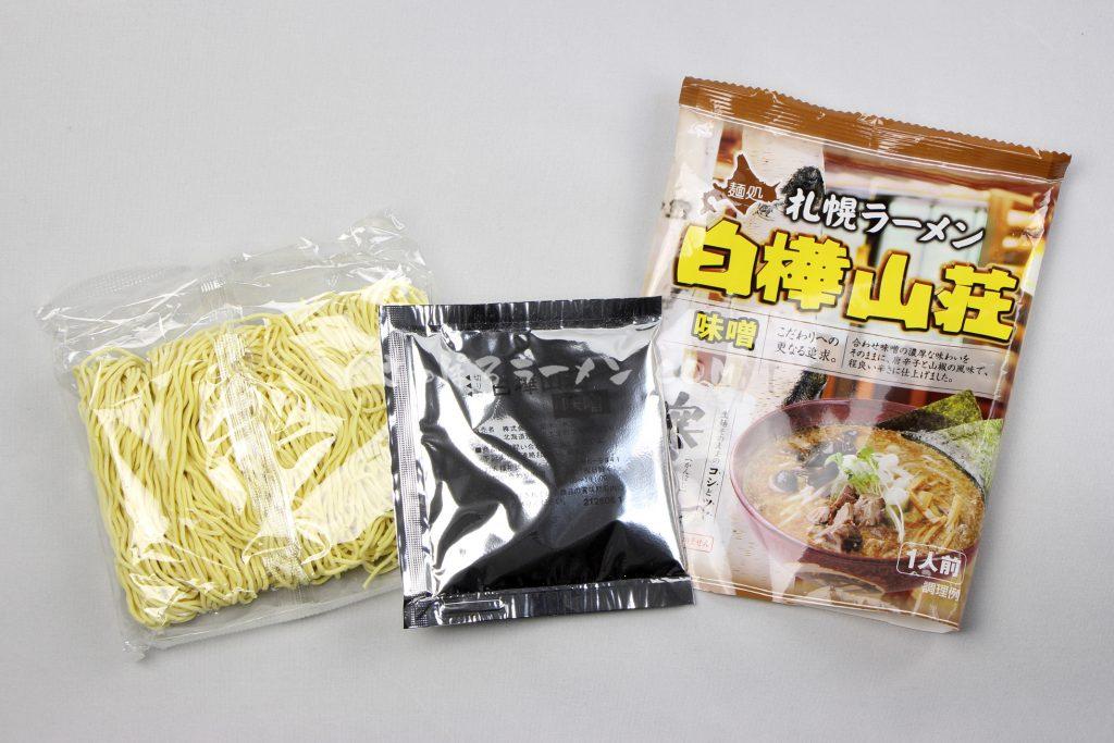 「寒干し札幌ラーメン白樺山荘味噌1人前」(菊水)の麺とスープ