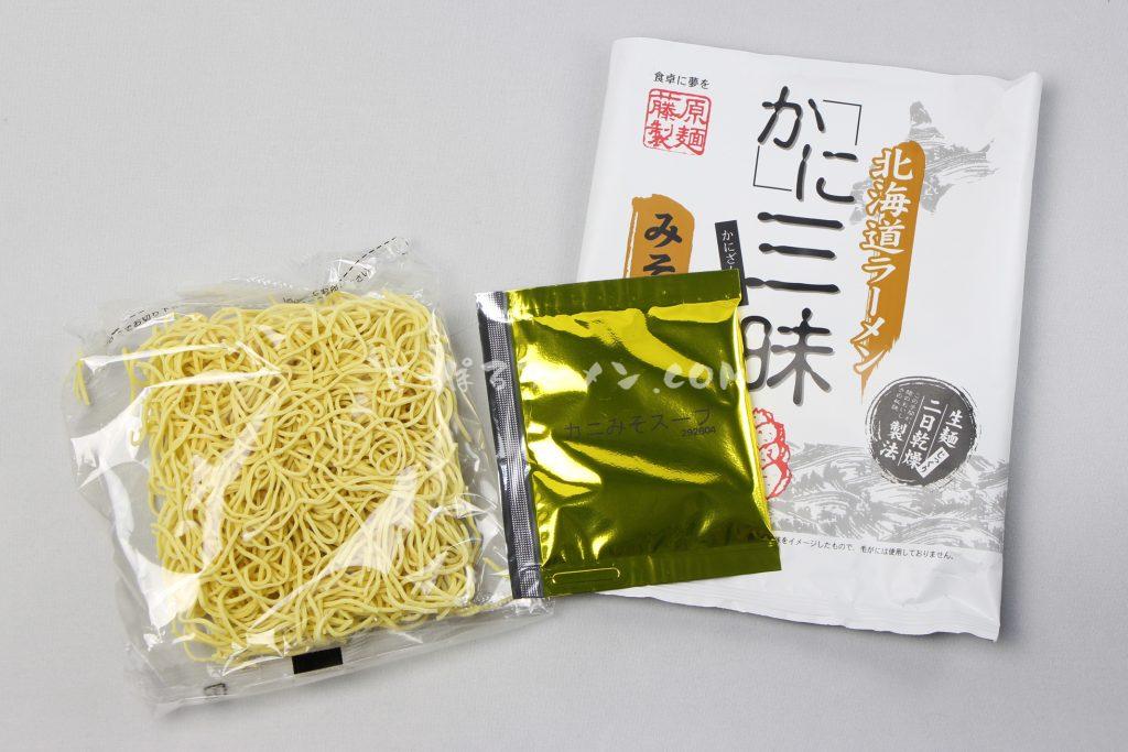 「北海道ラーメン かに三昧 みそ味」(藤原製麺)の麺とスープ