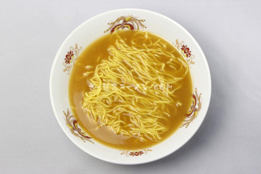 常連でも違いがわからない!?完成度高い極上スープ「旭川梅光軒 三方麺 醬油味ラーメン」(藤原製麺)の完成画像