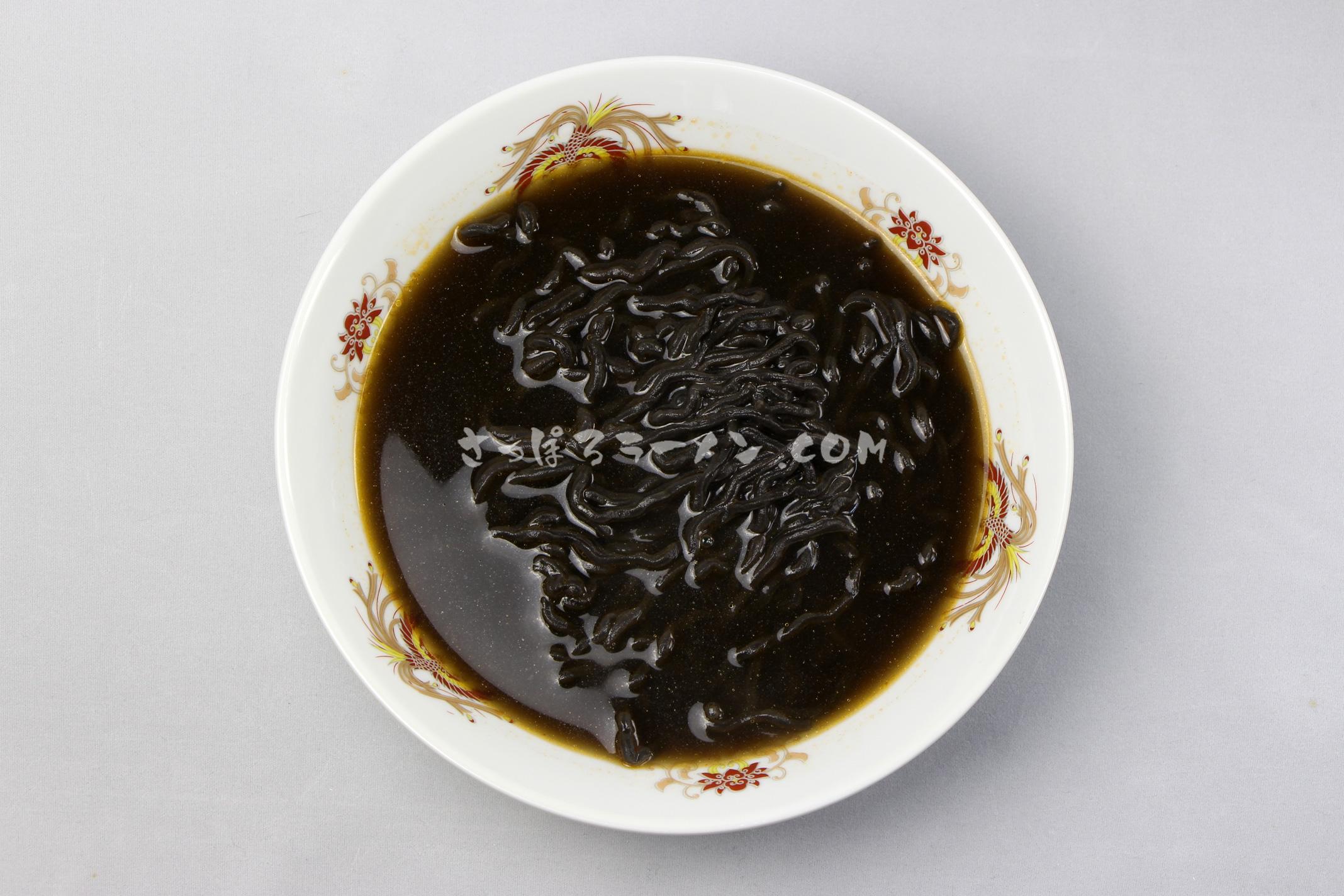 「いかすみラーメン いかすみ入り醤油味スープ付 1人前」(小六)の完成画像