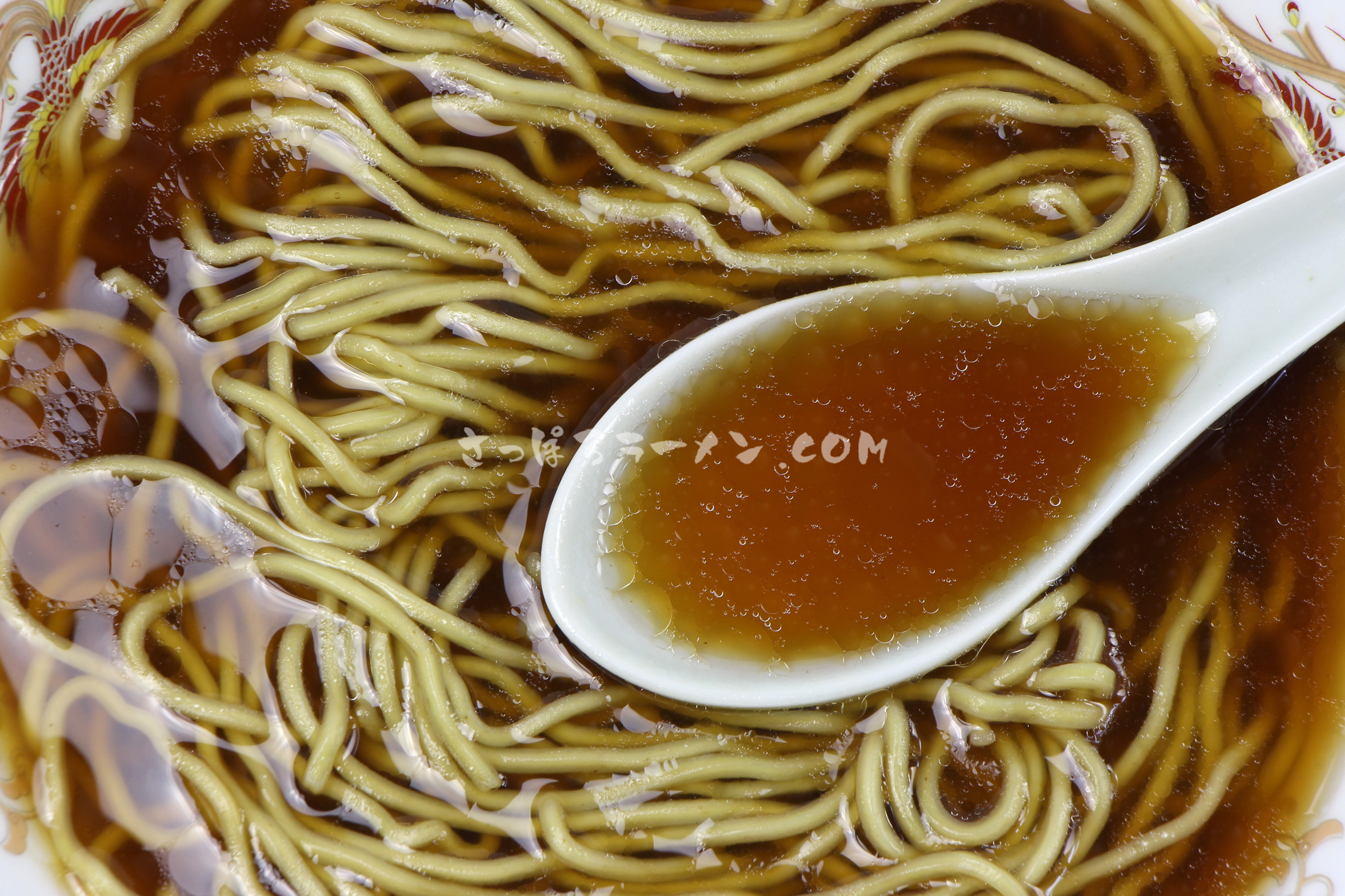 「利尻昆布ラーメン 醤油味」(有限会社ミツヤ利尻店)のスープ