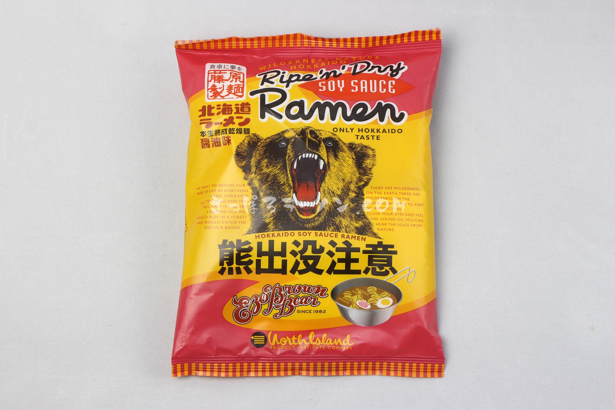 「熊出没注意ラーメン 醬油味」(藤原製麺)のパッケージ(表)