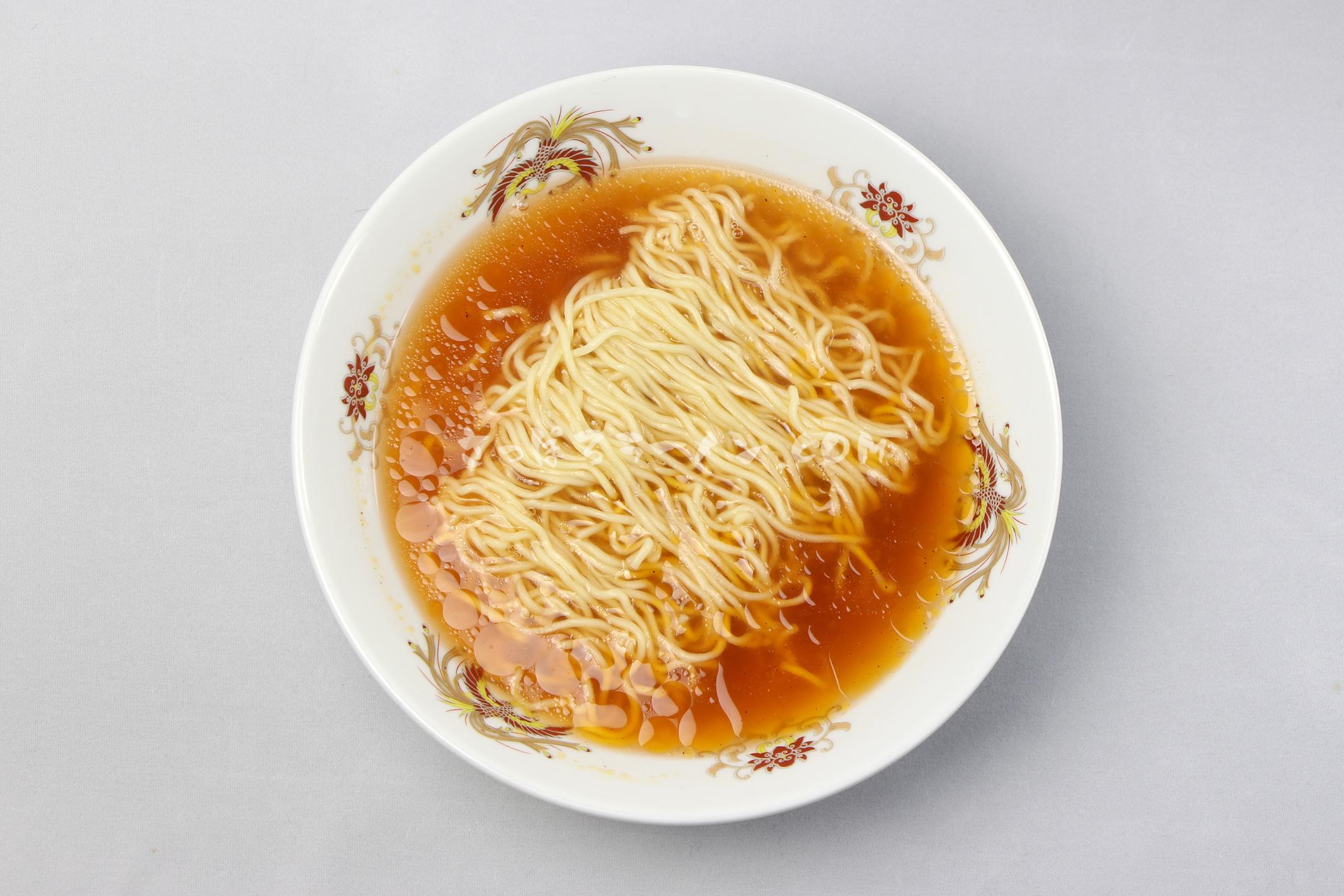 「あさひかわトマトラーメン 完熟トマト醬油風味」(谷口農場×旭川製麺)の完成画像