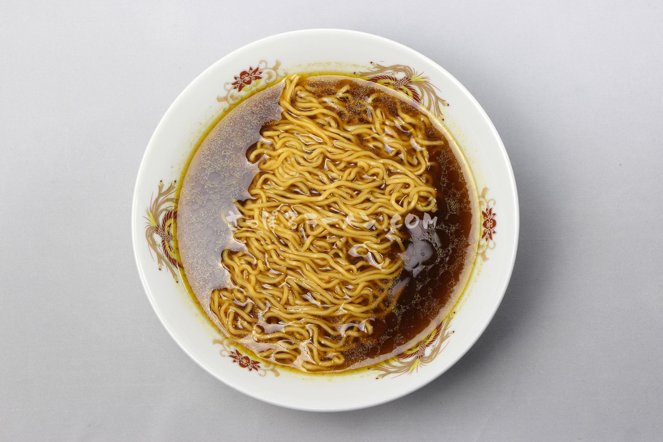「下村泰山監修 マジックスパイス スープカレーラーメン」(株式会社アンヌプリ)の完成画像