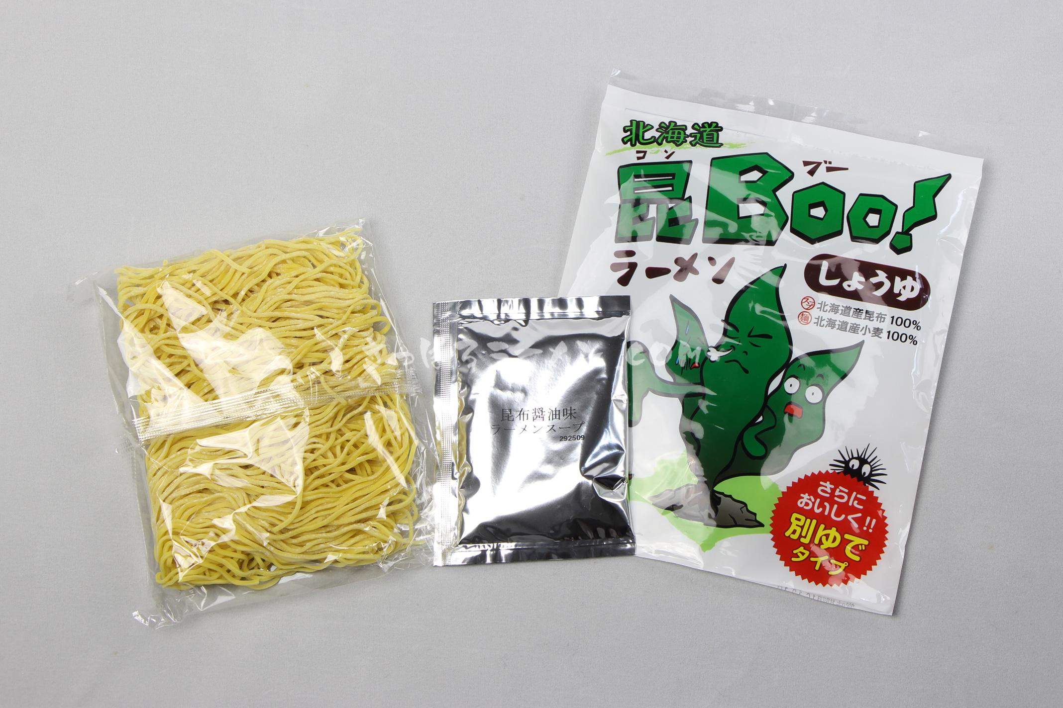 「北海道 昆Boo!ラーメン しょうゆ」(えぞキッチン)の麺とスープ