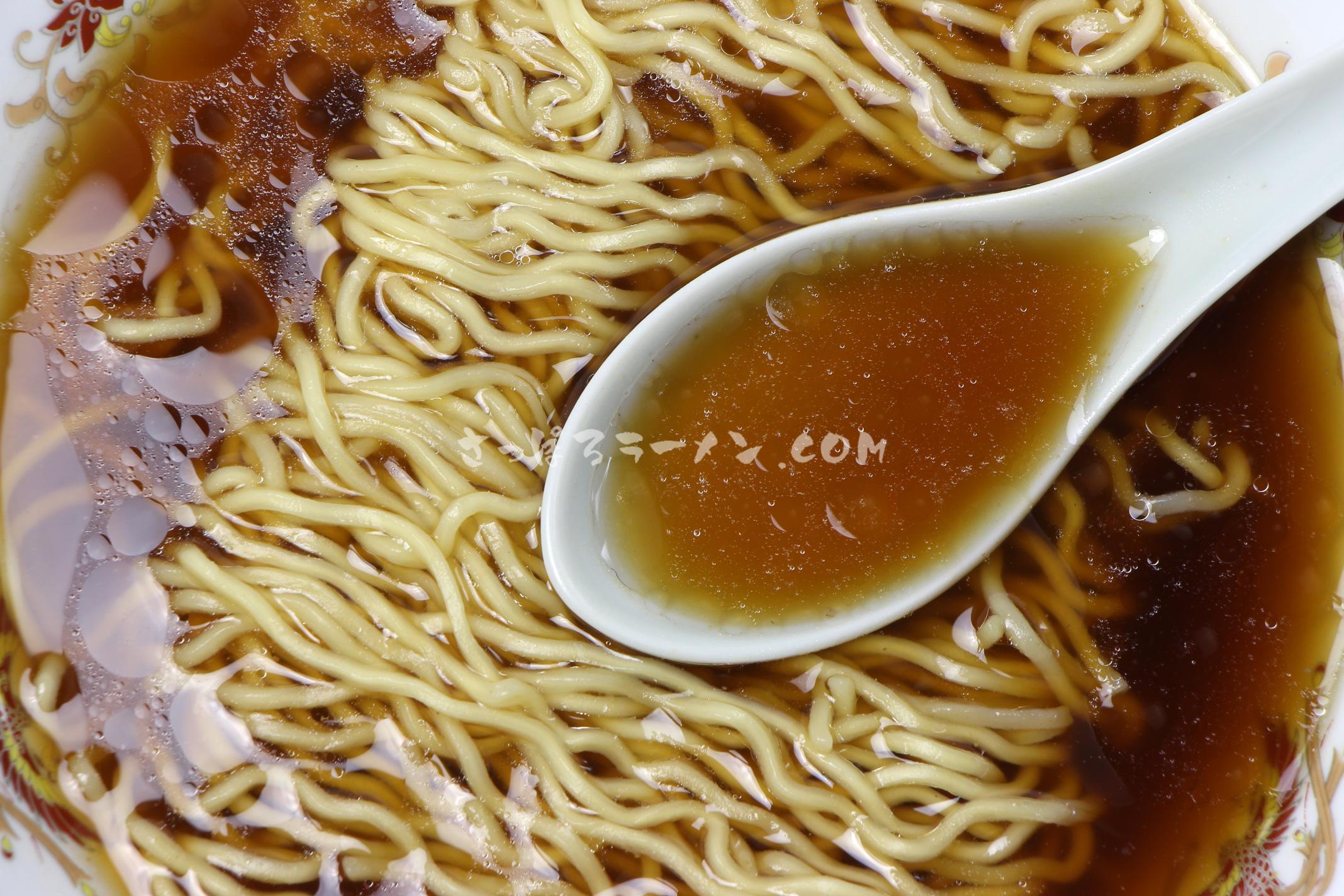 「ふらのラーメン(しょうゆ味)」(佐々木製麺所)のスープ