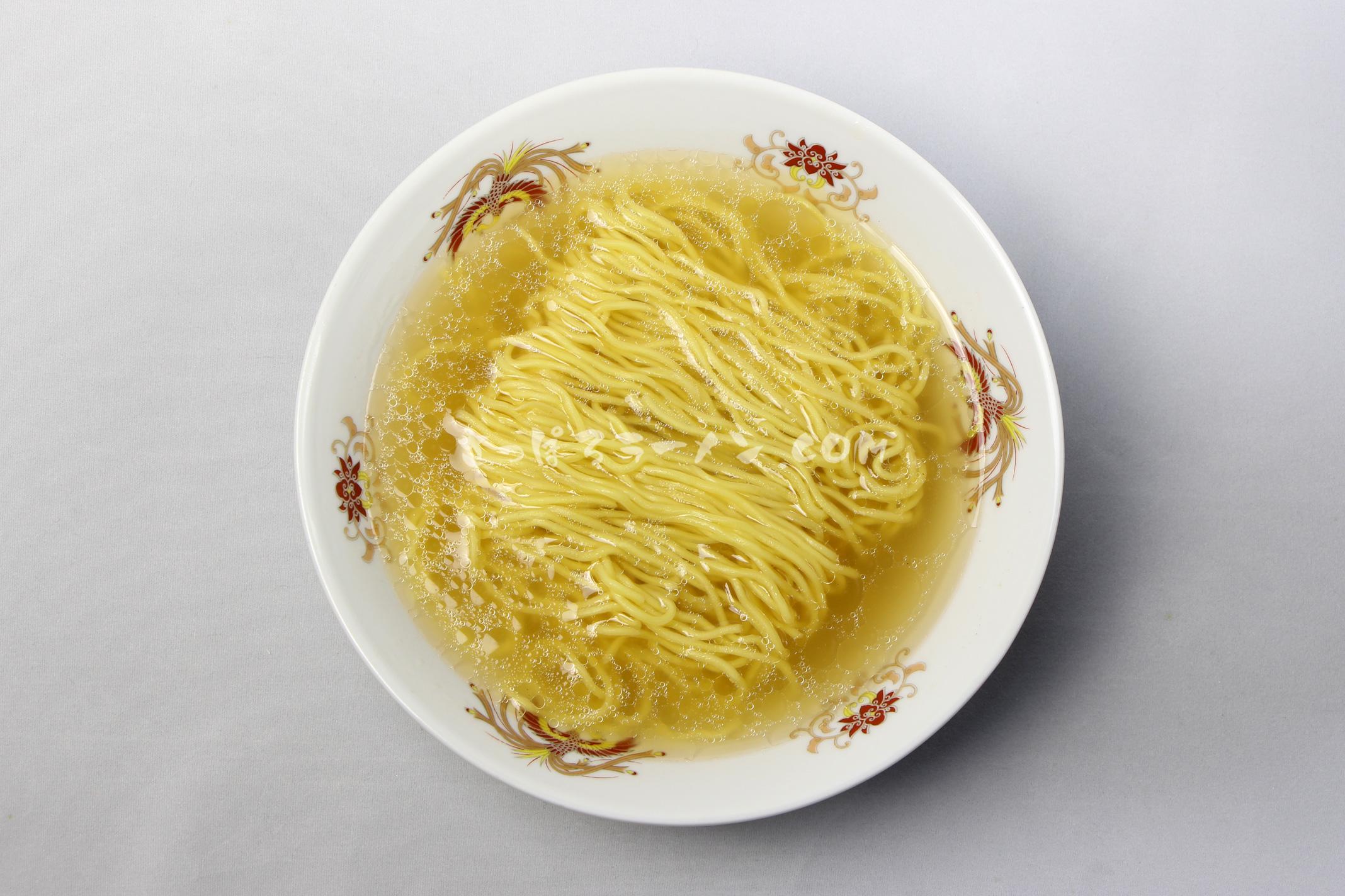 「函館麺や 一文字 塩ラーメン」(菊水)の完成画像