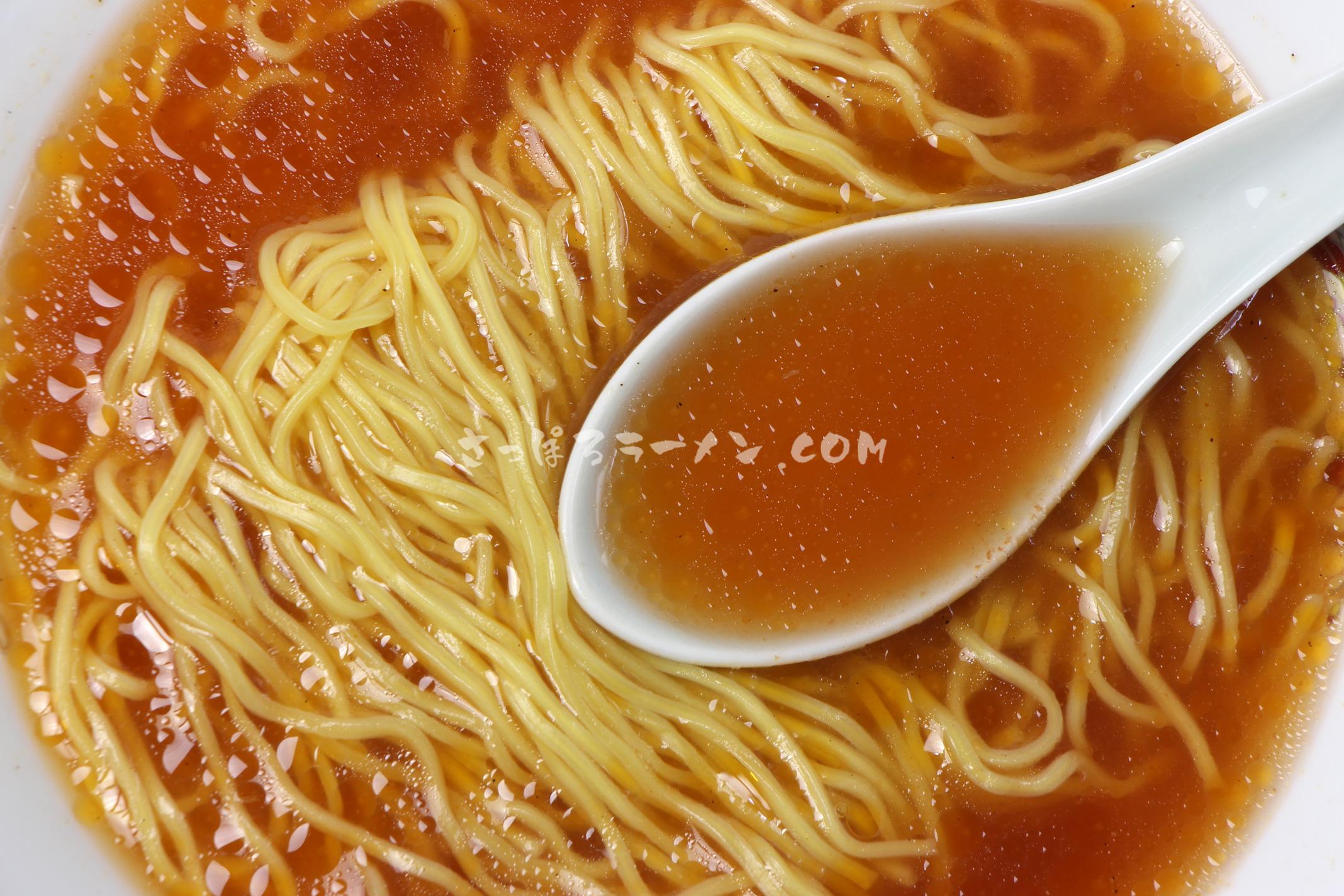 「小熊出没注意 トマトスープ味ラーメン」(藤原製麺)のスープ