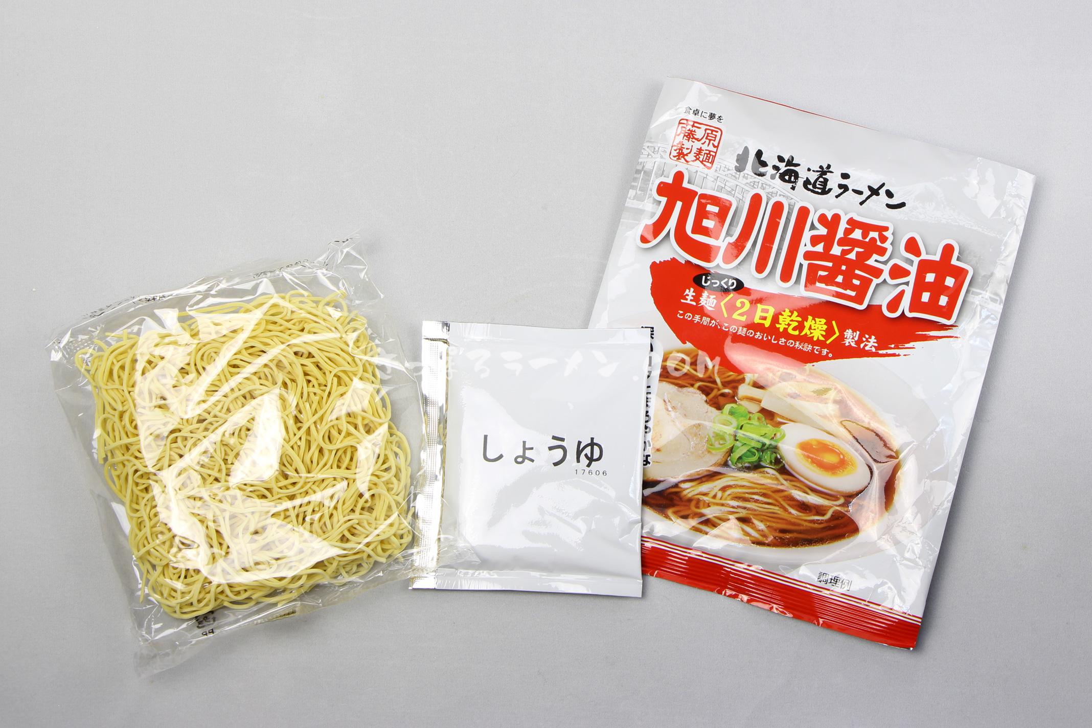 「北海道ラーメン旭川醤油」(藤原製麺)の麺とスープ