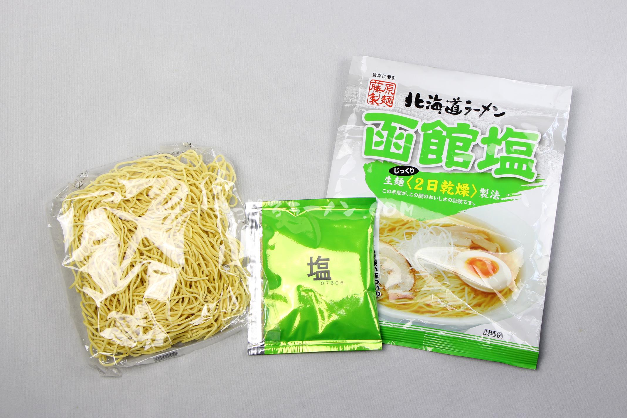 「北海道ラーメン函館塩」(藤原製麺)の麺とスープ