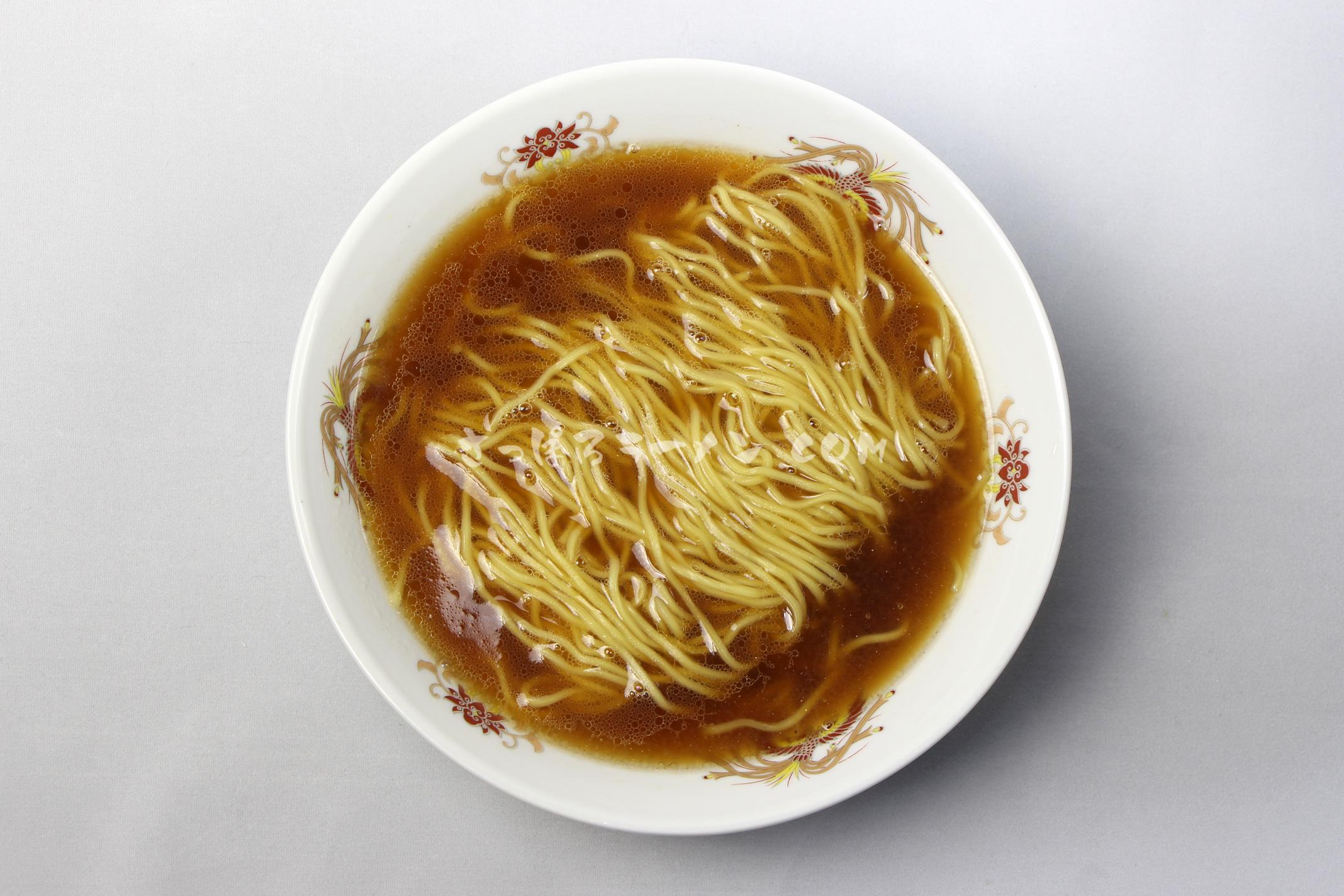 「旭川らぅめん 青葉 しょうゆ味」(藤原製麺)の完成画像