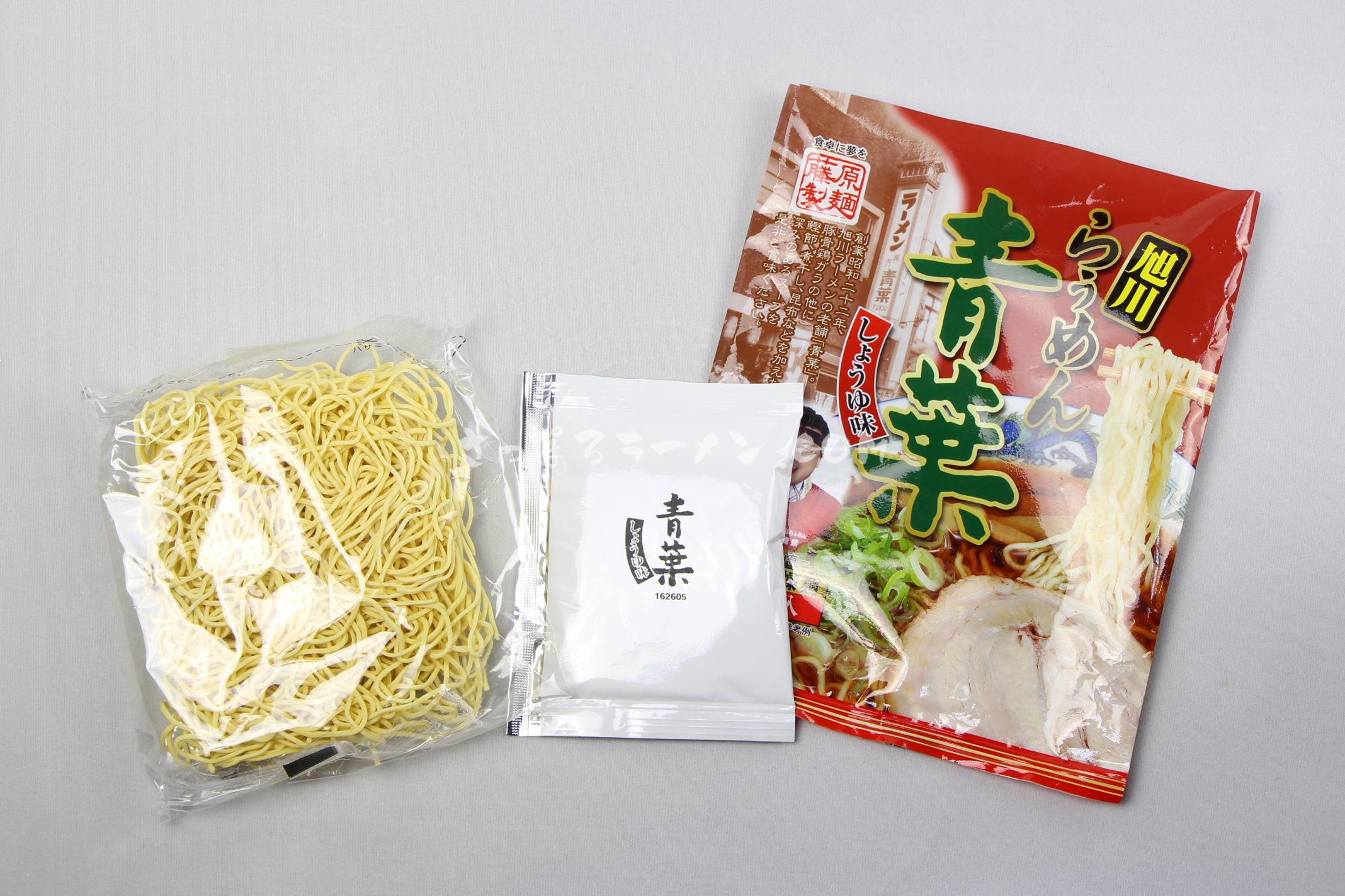 「旭川らぅめん 青葉 しょうゆ味」(藤原製麺)の麺とスープ
