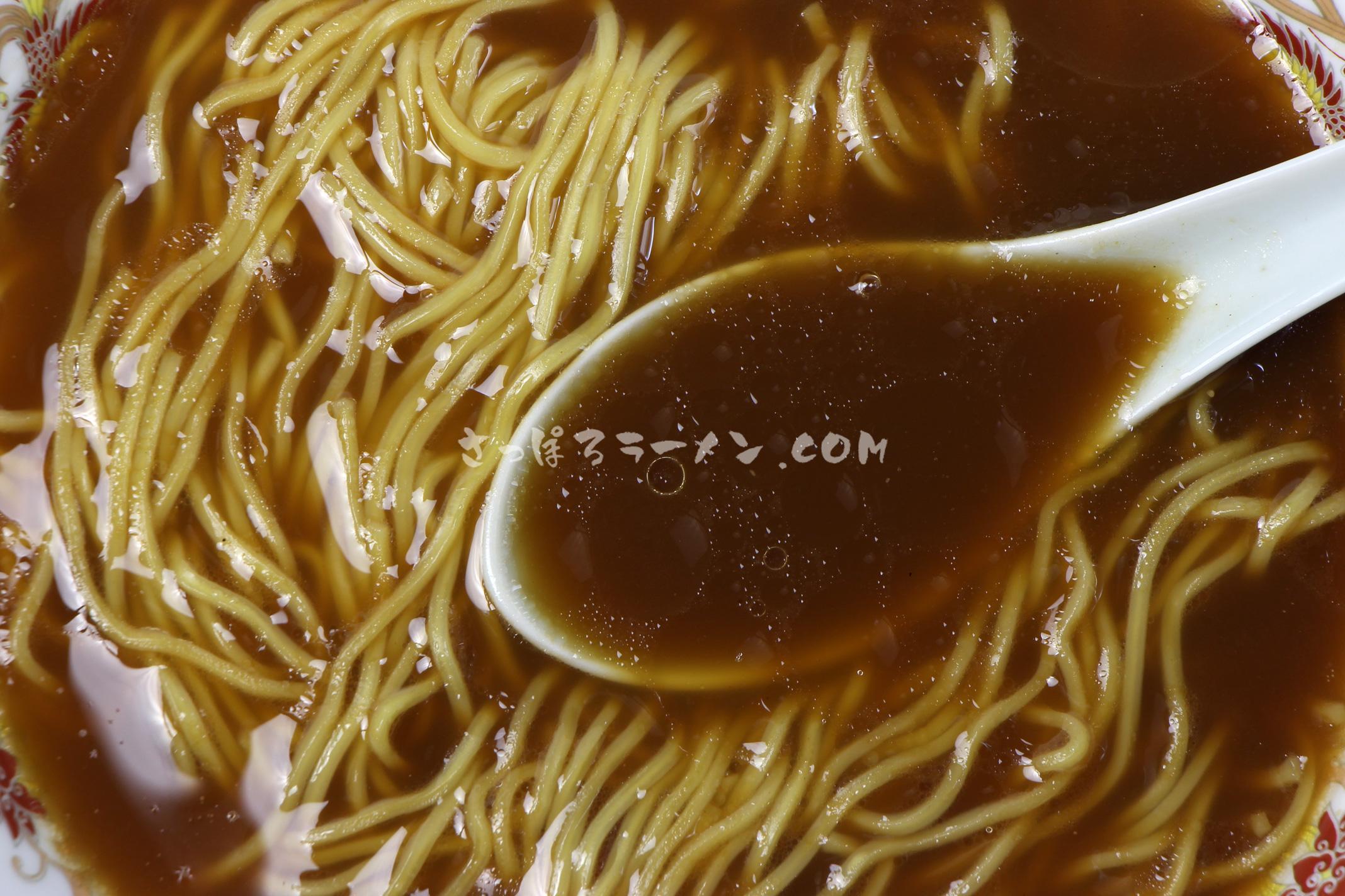 「旭川特一番 濃旨旭川醤油味」(藤原製麺)のスープ