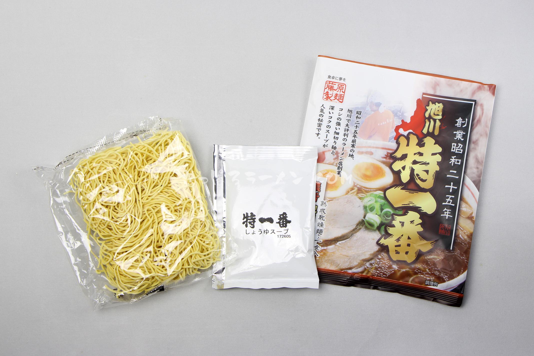 「旭川特一番 濃旨旭川醤油味」(藤原製麺)の麺とスープ
